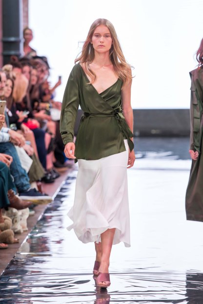 S18-Fashion-Week-Berlin-2018-Frühling-Sommer-Modeblog-MYKKE-HOFMANN-Holy-Ghost-Sommertrend-2018-Dekonstruktive-Mode